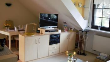 Unterhaltung für den Abend: TV, DVD-Player, Zeitschriften, Radio...