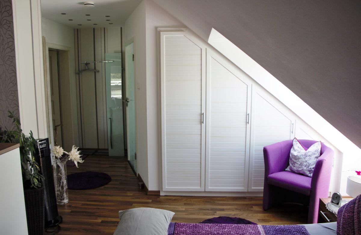 Ein geräumiger, eingebaute Wandschrank im Schlafzimmer